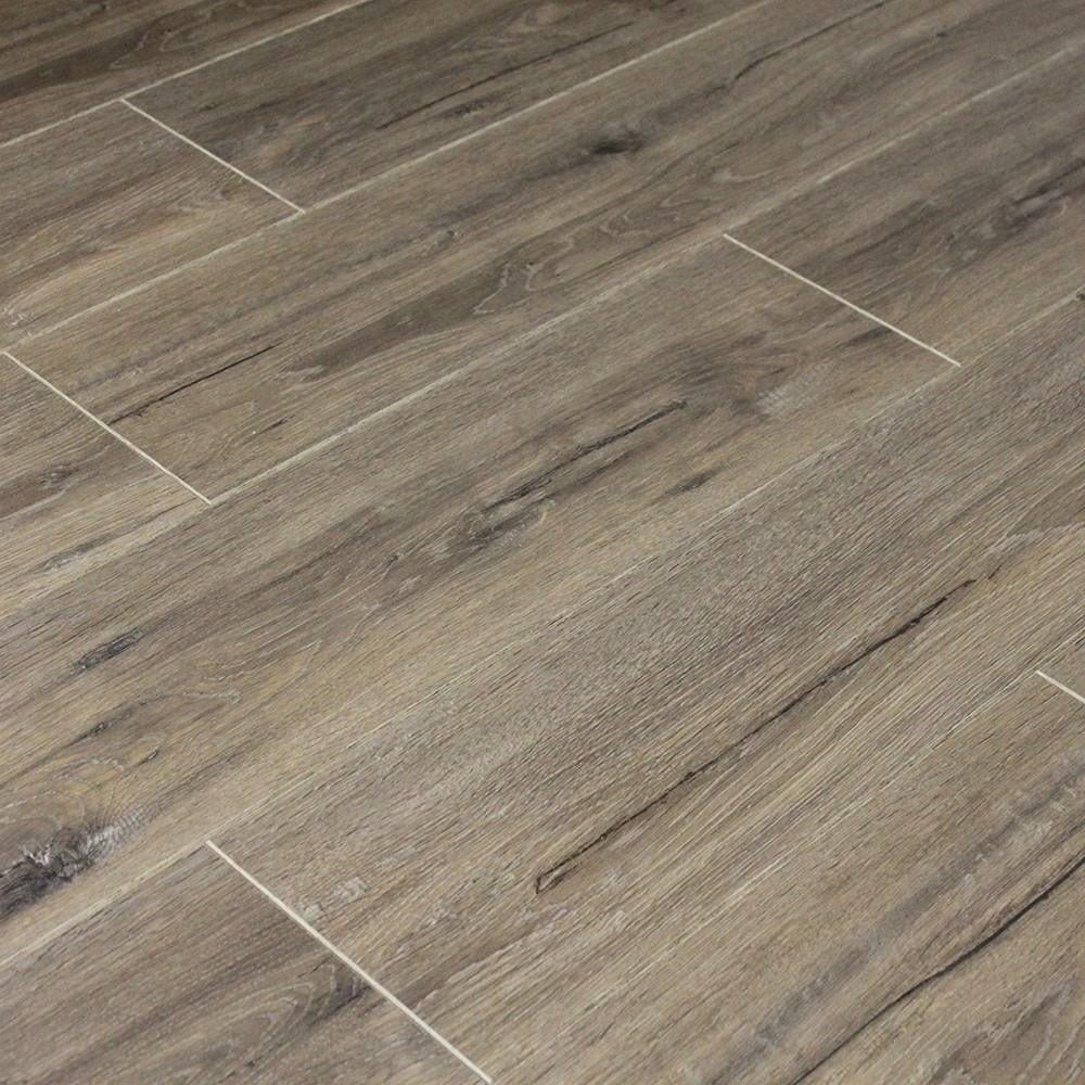 Balterio cuatro 8mm millenium oak laminate flooring at for Balterio laminate flooring
