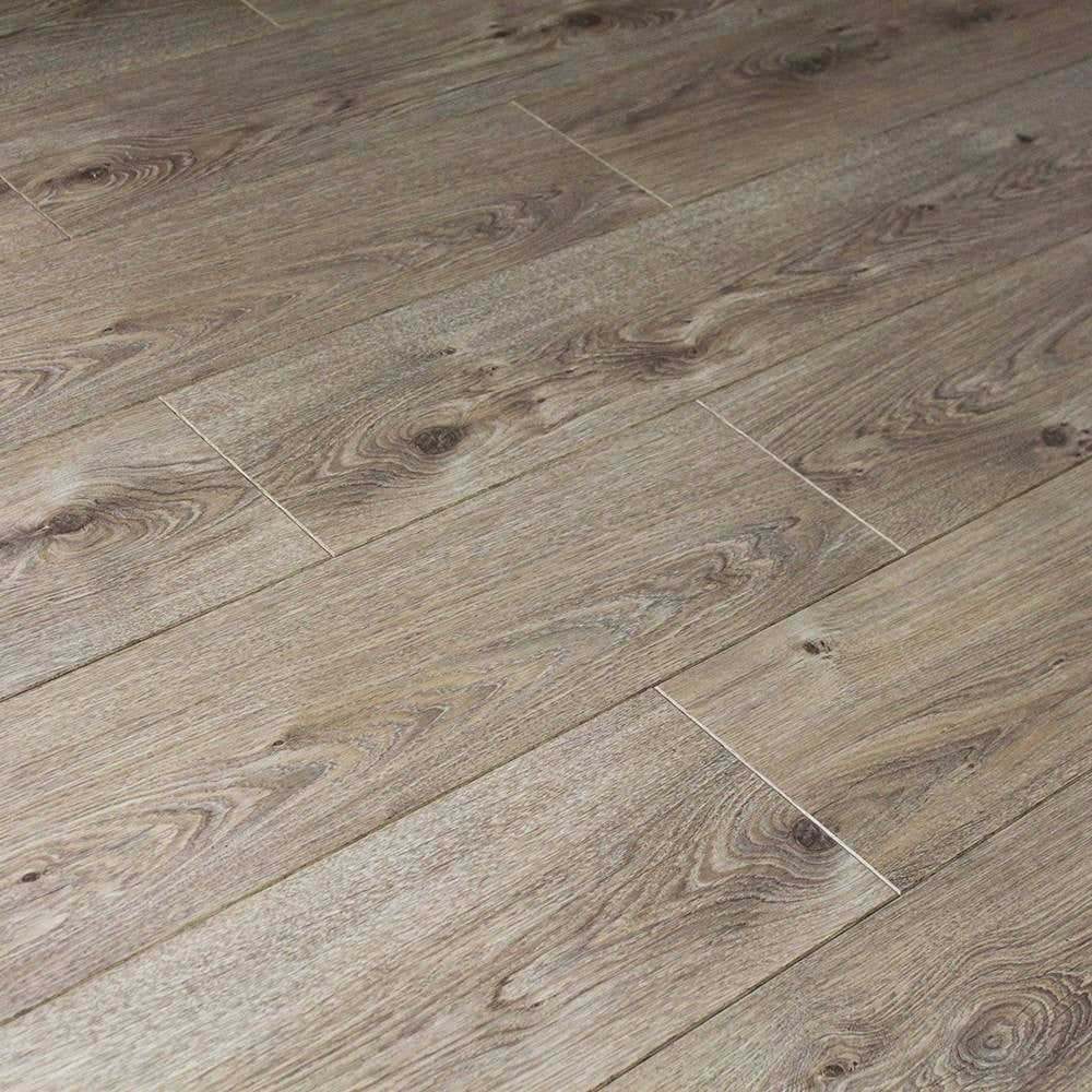 Balterio cuatro 8mm natural elegant oak laminate flooring for Balterio laminate flooring