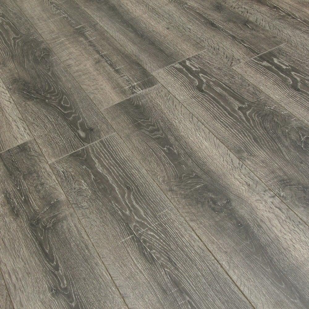 Balterio cuatro 8mm queens oak laminate flooring at leader for Balterio carbon black laminate flooring