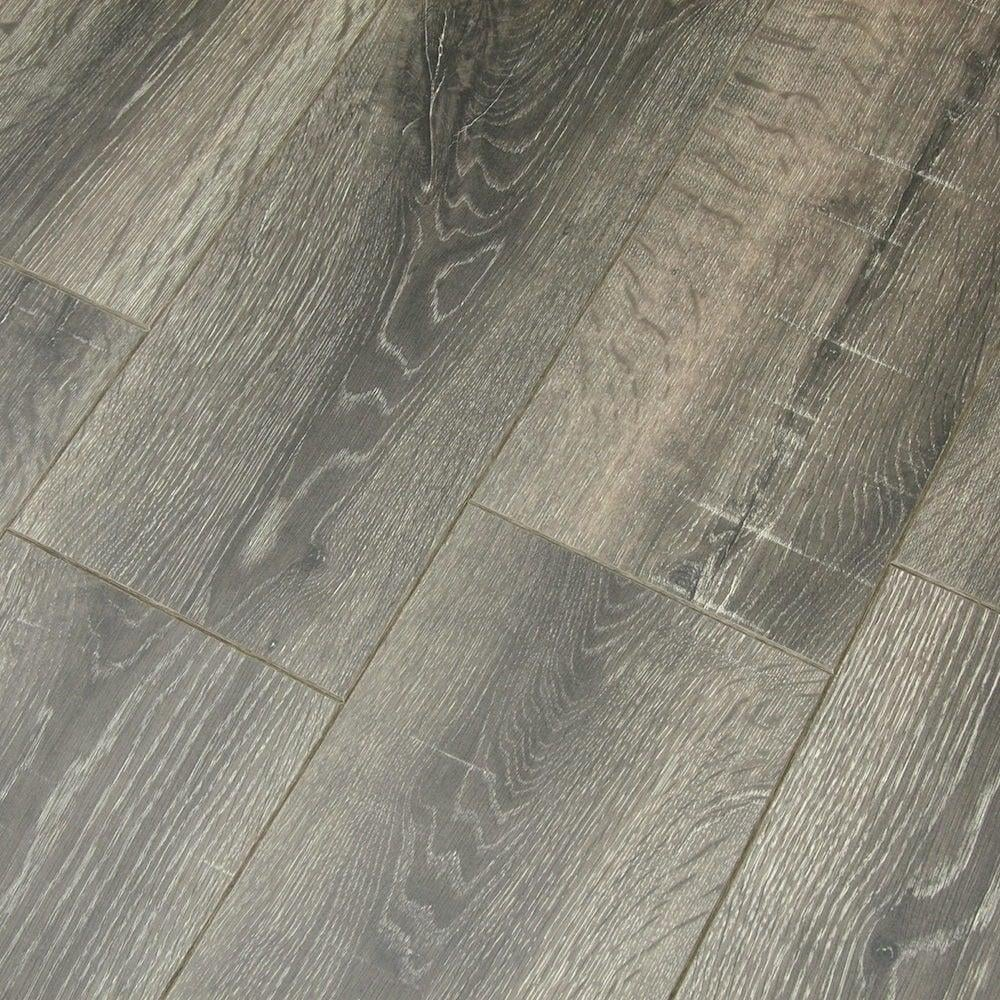 Balterio cuatro 8mm queens oak laminate flooring at leader for Balterio laminate flooring