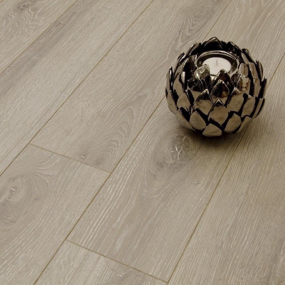 Balterio estrada 8mm kentucky oak laminate flooring for Balterio carbon black laminate flooring