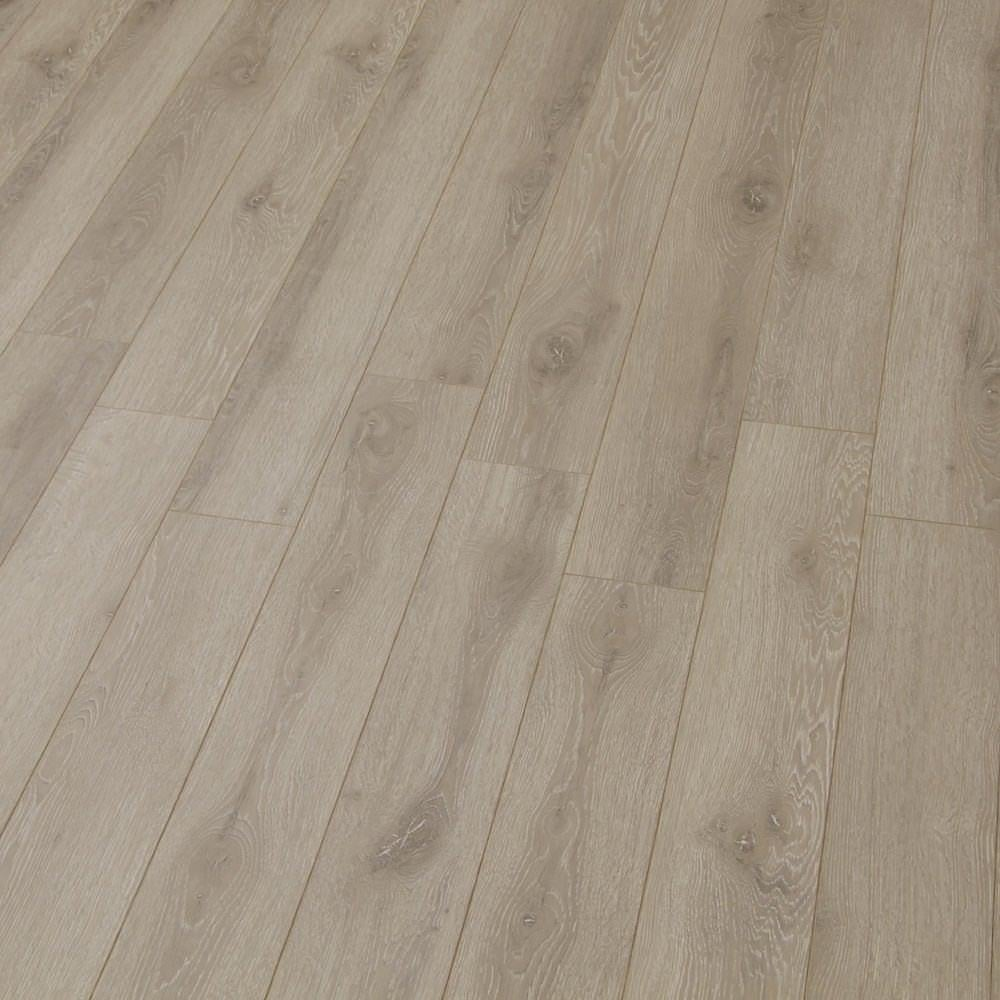 Balterio estrada 8mm kentucky oak laminate flooring for Balterio laminate flooring