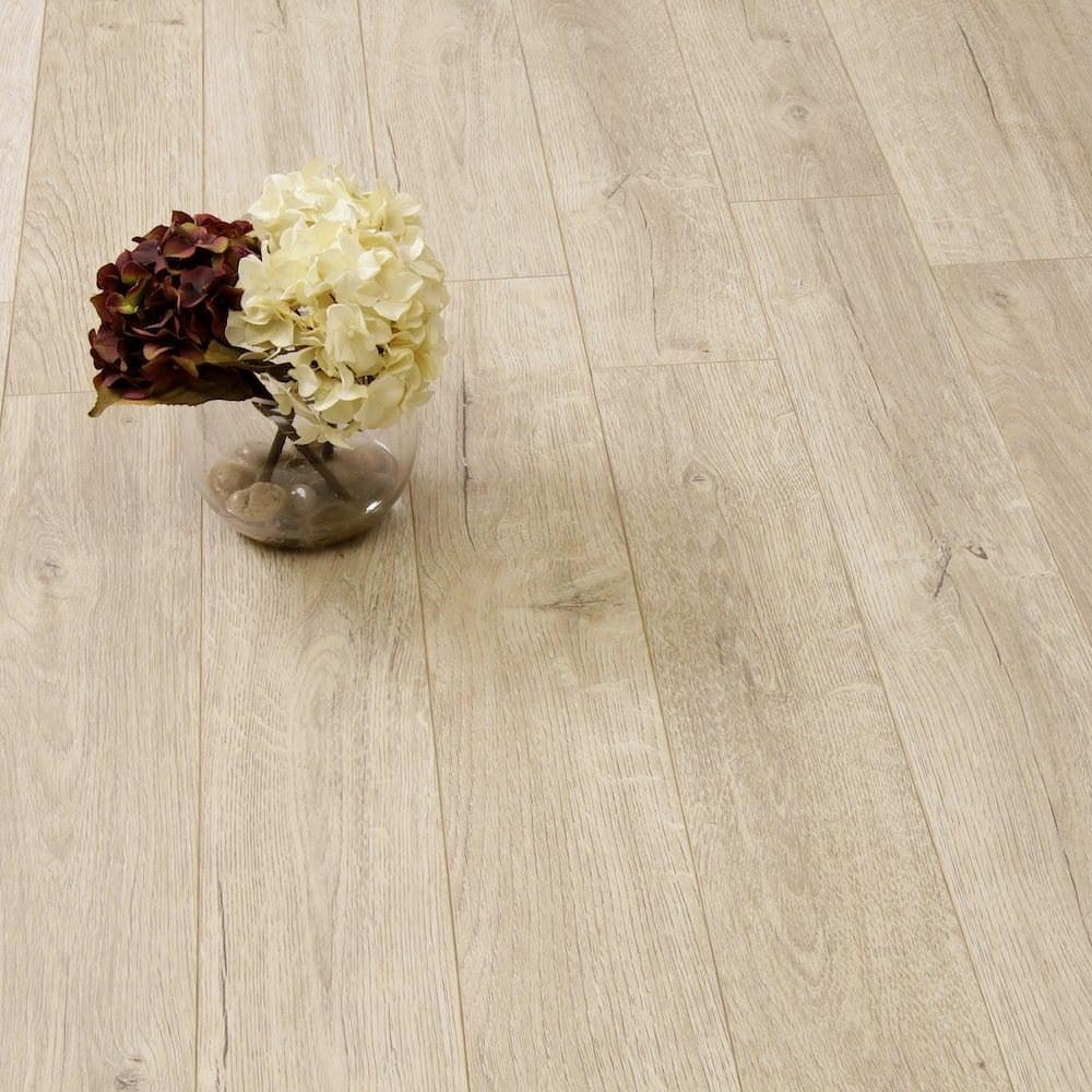 Balterio estrada 8mm tundra oak laminate flooring leader for Balterio black laminate flooring