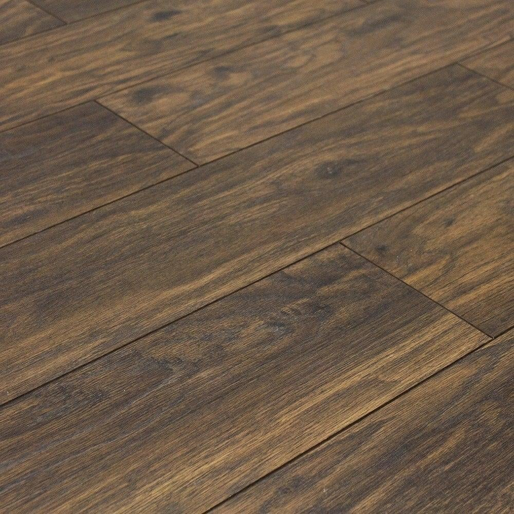 Balterio quattro prestige oak 12mm ac4 laminate flooring for Balterio black laminate flooring