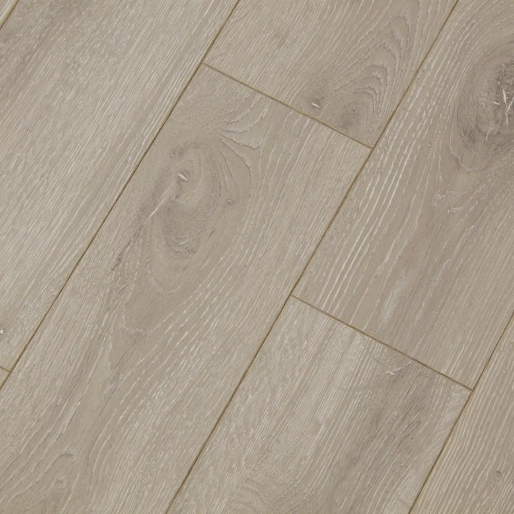 Balterio estrada kentucky oak 8mm ac4 laminate flooring for Balterio laminate flooring