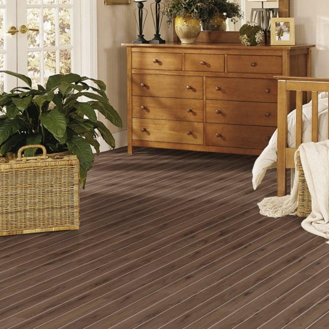 Classic Virginia Oak with Silver Strip Laminate Flooring (D3531)