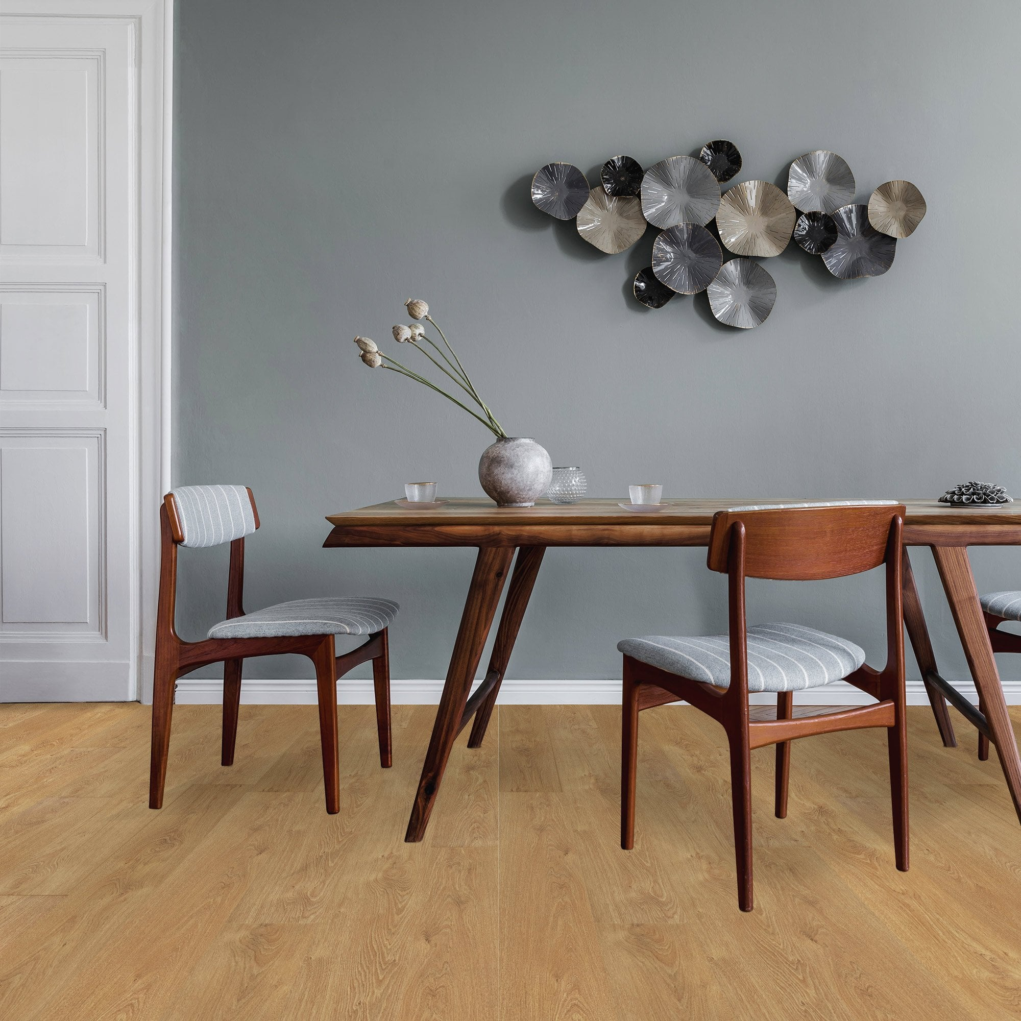 Cottage twin clic 7mm albany oak flooring at leader floors for Clic laminate flooring