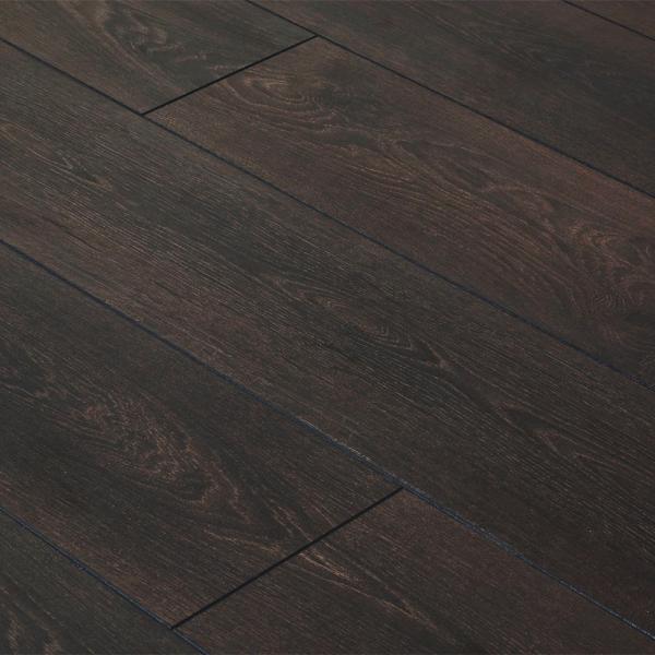Cottage twin clic 7mm dark kolberg oak flooring at leader for Clic laminate flooring