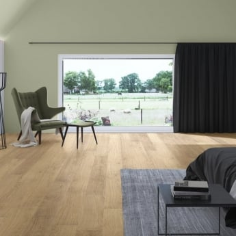 Quickstep Classic 8mm Natural Varnished Oak CLM1292 Laminate Flooring